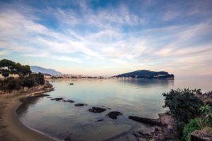Veduta della spiaggia di Serapo da Fontania