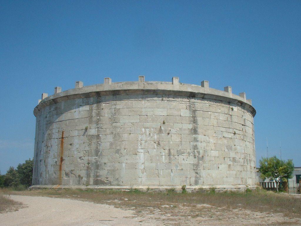 veduta del Mausoleo di Lucio Munazio Planco